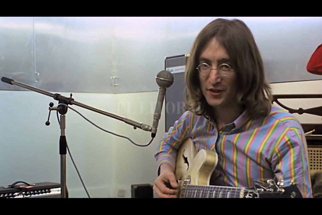 John Lennon una de las figuras centrales encuadradas por el documental. Crédito: Télam