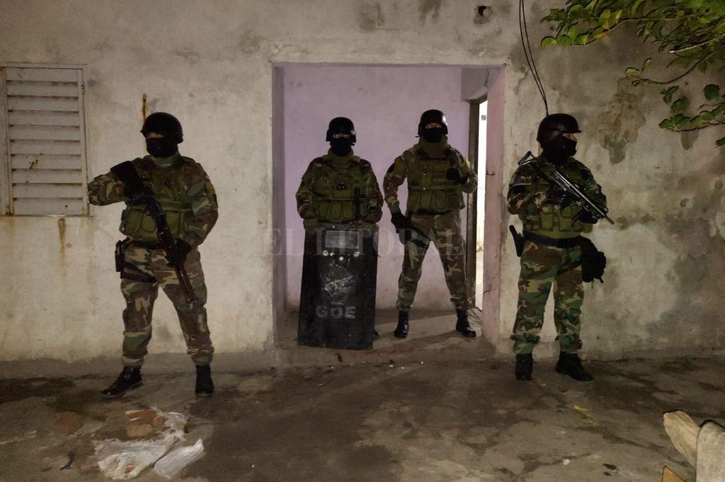 La captura estuvo a cargo del Grupo de Operaciones Especiales y la Agencia de Investigación Criminal, que irrumpieron sorpresivamente en la vivienda. Crédito: Prensa URI