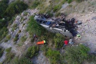 Casi 30 muertos al caer autobús a abismo en sur de Perú