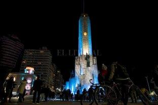 Rosario: el Monumento a la Bandera se ilumina de celeste y blanco