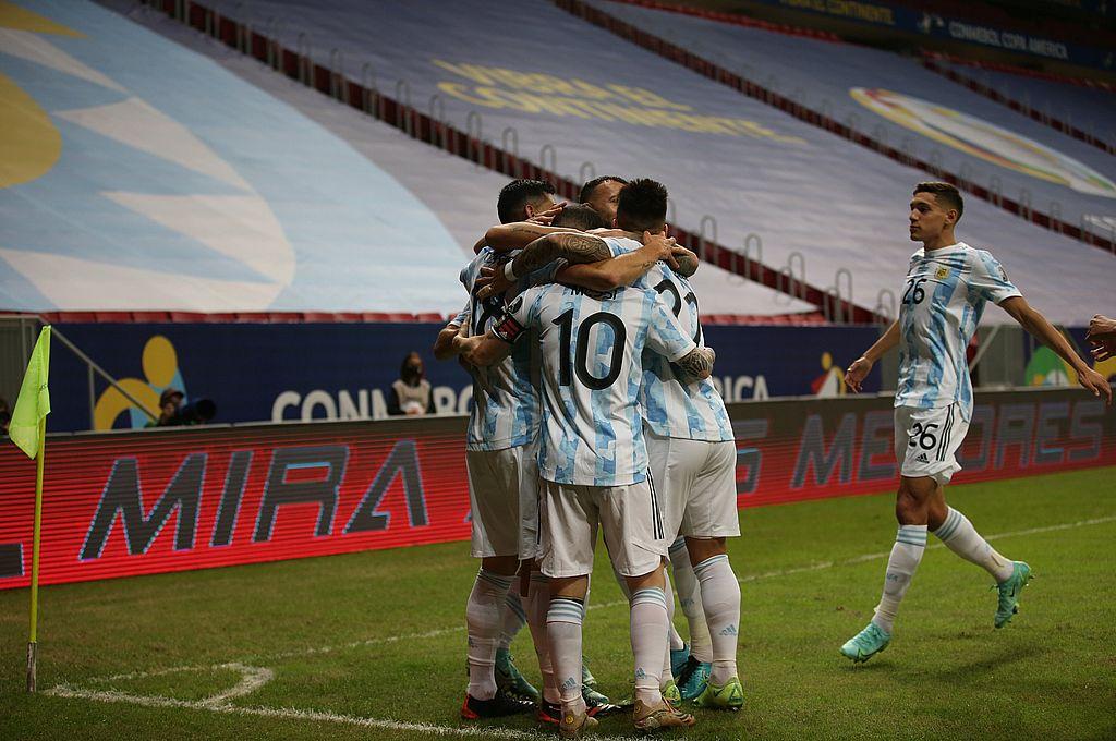 Argentina derrotó a Uruguay y es uno de los líderes del Grupo A -  -