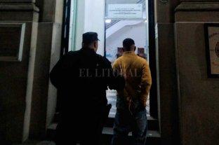 """Ladrón santafesino """"incansable"""": lo detuvieron cinco veces en medio año - Tras ser detenido en la madrugada de este sábado en una farmacia del sur de la ciudad, fue llevado a la Seccional 1era"""