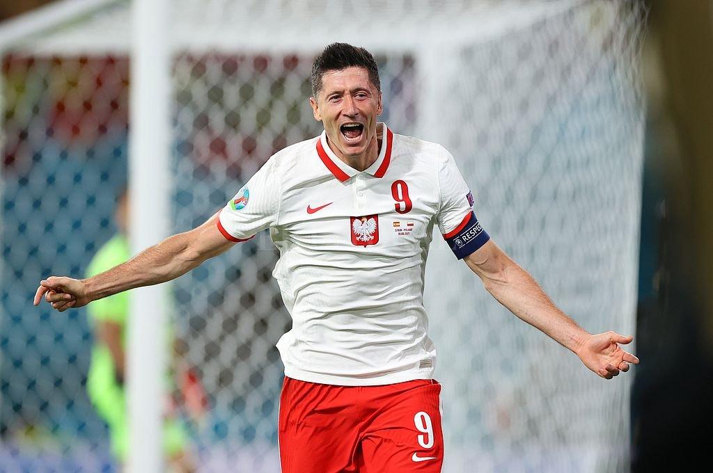 Robert Lewandowski marcó el gol del equipo polaco. Crédito: @EURO2020