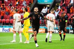 Países Bajos goleó a Macedonia y cerró su grupo con puntaje perfecto