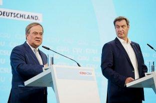 Los conservadores alemanes revelan su programa para la era posMerkel - Armin Laschet, el candidato elegido para suceder a Merkel, y Markus Soeder, su exrival de interna, presentaron juntos el programa. -