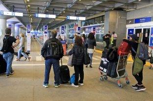 El gobierno denunciará a 287 personas por violar la cuarentena obligatoria al regresar al país