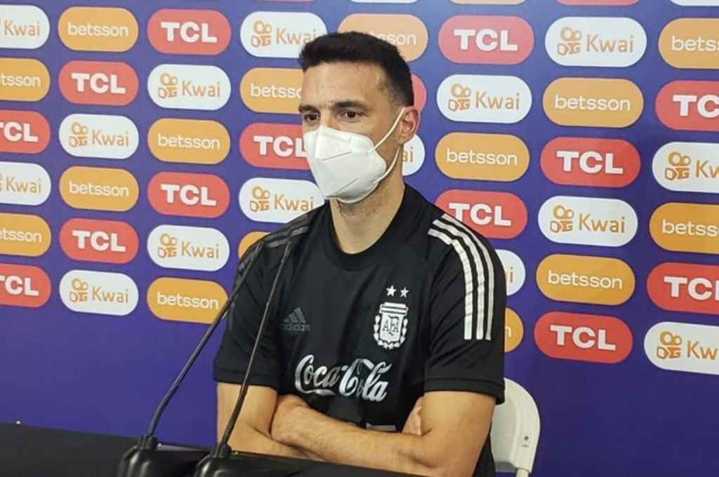 """Scaloni celebró la victoria ante Paraguay pero se mostró preocupado por """"el estado físico de los jugadores""""  -"""