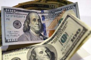 """Dólar hoy: el oficial abrió la semana estable y el """"blue"""" se vende a $ 164"""