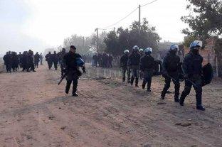Reconquista: cerca de 500 personas volvieron a tomar  tierras y se tirotearon con la policía  -  -