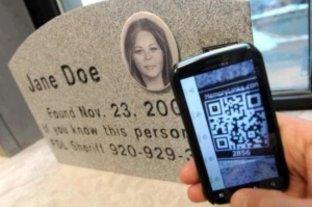 Usan códigos QR en las tumbas para recordar a los muertos