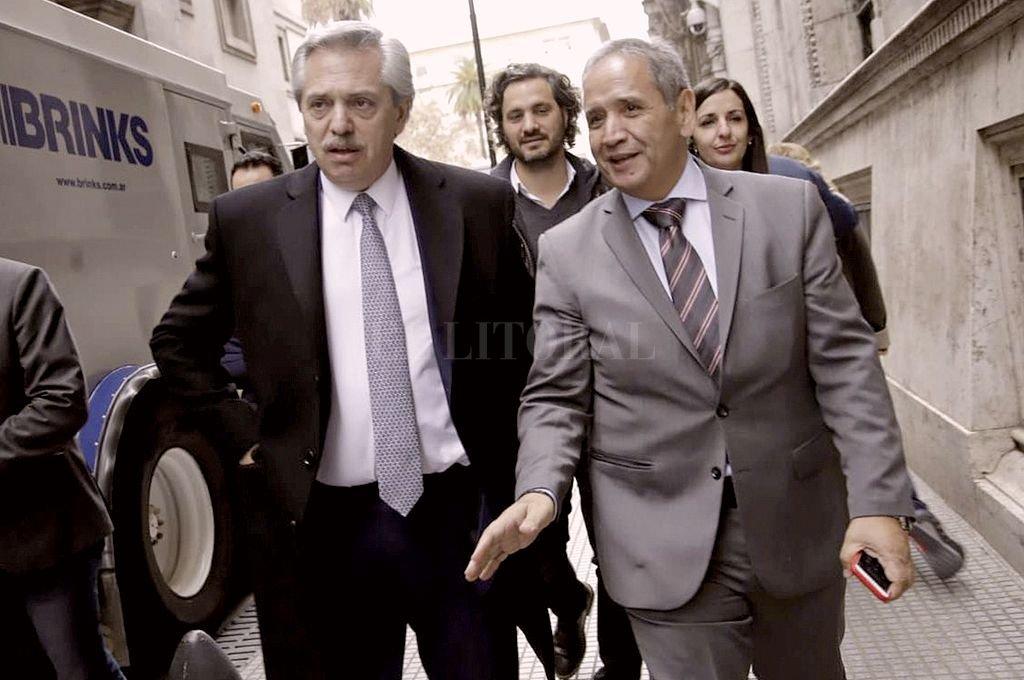 El presidente Alberto Fernández y el titular del gremio bancario, Sergio Palazzo. Crédito: NA