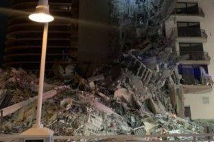 Un edificio colapsó en Miami y rescatistas se encuentran en el lugar
