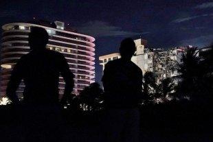 Derrumbe en Miami: rescataron a 35 personas y sigue la búsqueda