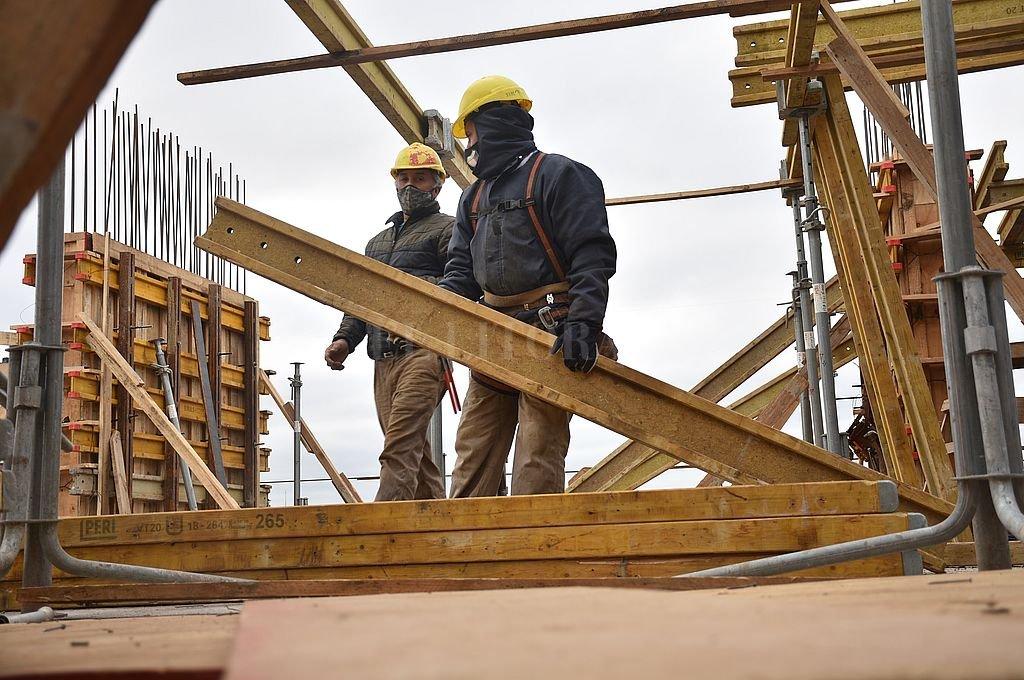 Más desocupación en Santa Fe y baja el desempleo en Rosario  -  -