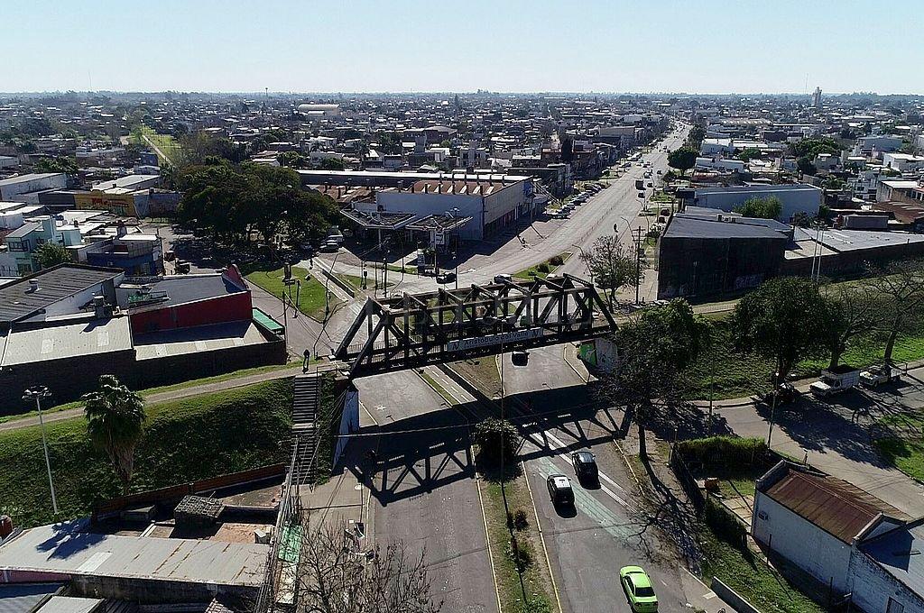 Esta vista aérea refleja el crecimiento del centro de la ciudad y, puntualmente, del área comercial sobre Aristóbulo del Valle. Crédito: Fernando Nicola