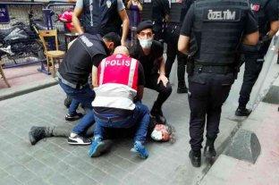 Masivas protestas en Turquía tras la violenta detención de un fotógrafo