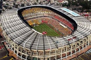 Se inauguró un mural de Maradona en el Estadio Azteca