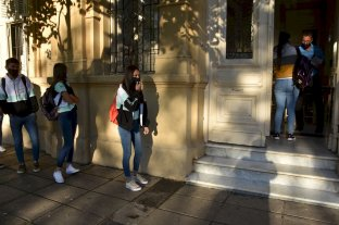 Este jueves vuelven a la presencialidad las secundarias de Santa Fe y Rosario
