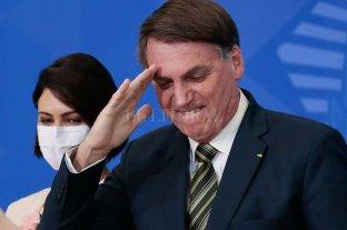 """Bolsonaro dice que tiene apoyo de las FFAA y llama """"delincuentes"""" a senadores que lo investigan"""