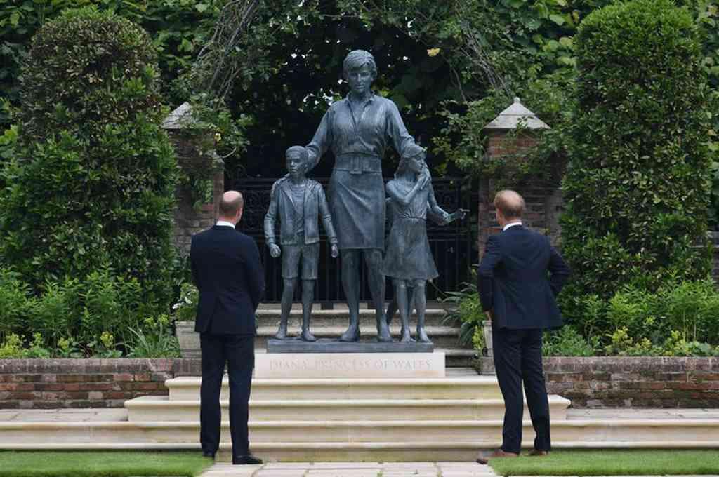 William y Harryhan inaugurado una estatua en su honor en el ´Sunken Garden´, los jardines del Palacio de Kensington en Londres. Crédito: Gentileza