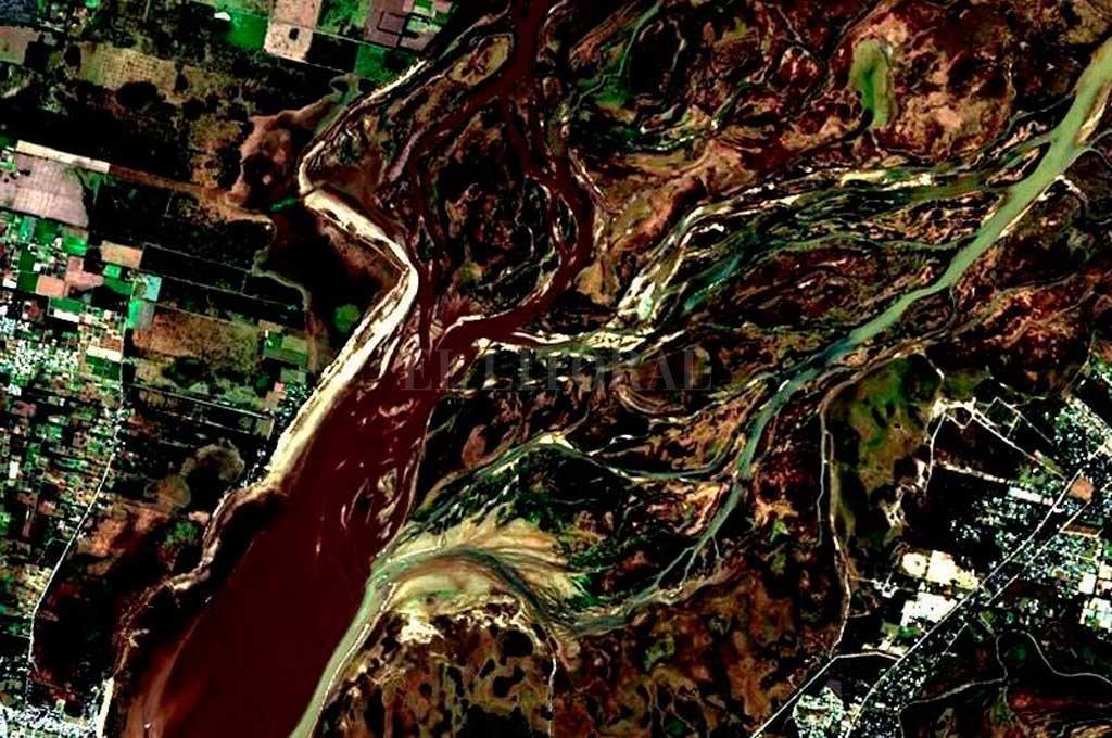 La imagen Landstat 8 corresponde al 27 de Junio pasado, y evidencia el avance del frente del delta del Leyes sobre la Setùbal, a la altura de El Chaquito. Crédito: El Litoral