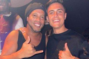 """Paulo Dybala y Ronaldinho se encontraron en un bar en Miami: """"Fue cumplir un sueño"""""""