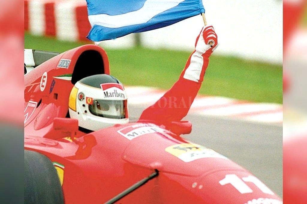 El 6 de abril de 1995 Reutemann hizo delirar a los fanáticos en el Autódromo de Buenos Aires. Crédito: Archivo El Litoral
