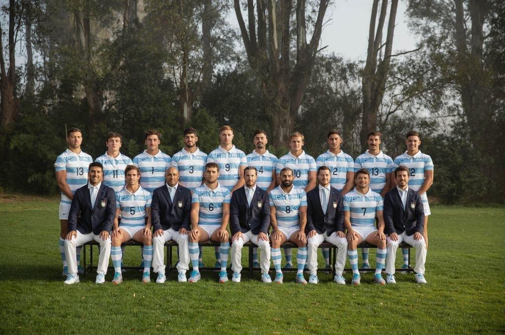 Plantel completo de jugadores y staff técnico de Los Pumas 7s. Crédito: Gentileza Prensa UAR