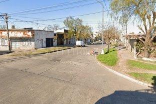 Drama en barrio Centenario: logró escapar cuando su novio la atacaba con una cuchilla