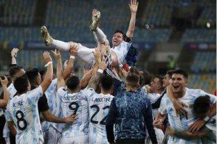 La Bombonera exhibió una bandera en honor a Lionel Messi