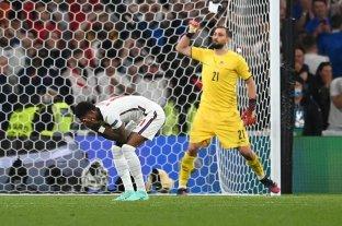 Facebook y Twitter garantizan acciones contra insultos racistas a futbolistas ingleses