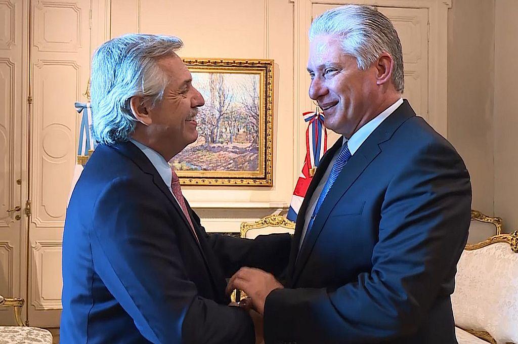 Alberto Fernández junto al presidente de Cuba, Miguel Díaz-Canel.  Crédito: Archivo