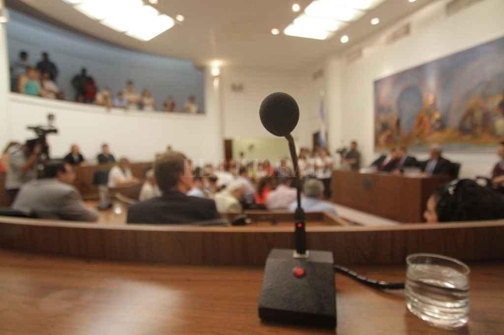 Ocho bancas están en disputa en el Legislativo local. La primera prueba de fuego será el 12 de septiembre. Crédito: Archivo El Litoral