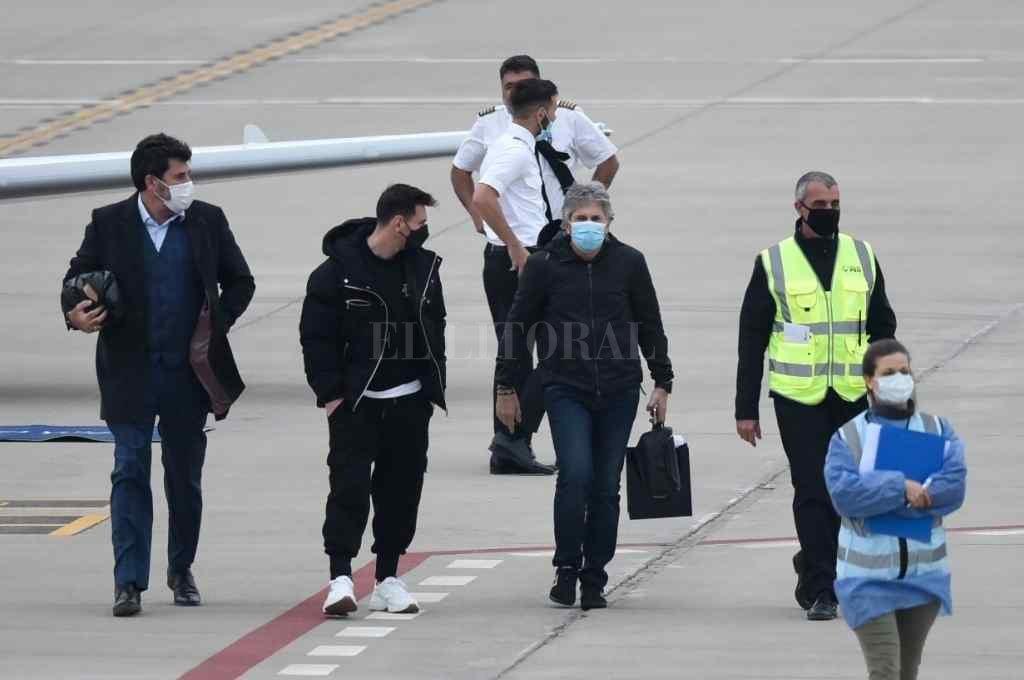 Lio volvió retornó rápidamente al Aeropuerto Islas Malvinas de Rosario junto a su padre Jorge Crédito: Marcelo Manera