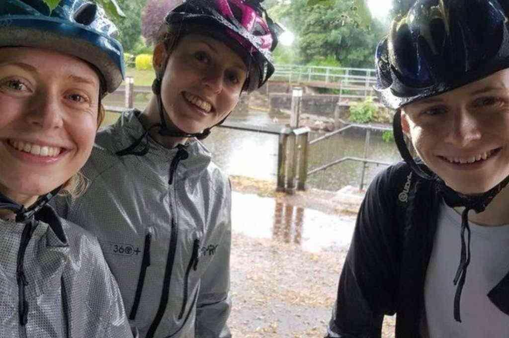 Los tres hermanos iban de paseo en bicicleta cuando se desató una intensa tormenta eléctrica. Crédito: Gentileza