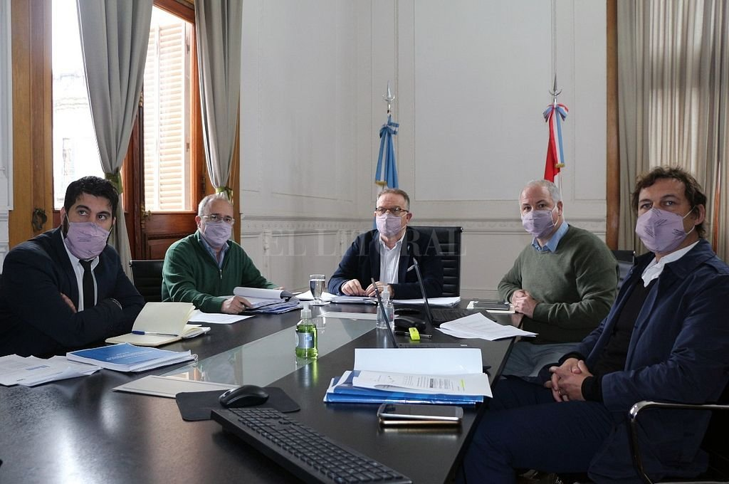 Lagna y sus funcionarios estuvieron en la sede Rosario del Ministerio de Seguridad en diálogo con diputados. Crédito: Gentileza