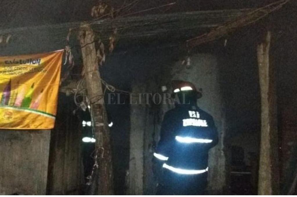 Durante 20 minutos los bomberos trabajaron en el lugar hasta lograr la extinción de las llamas. Crédito: El Litoral