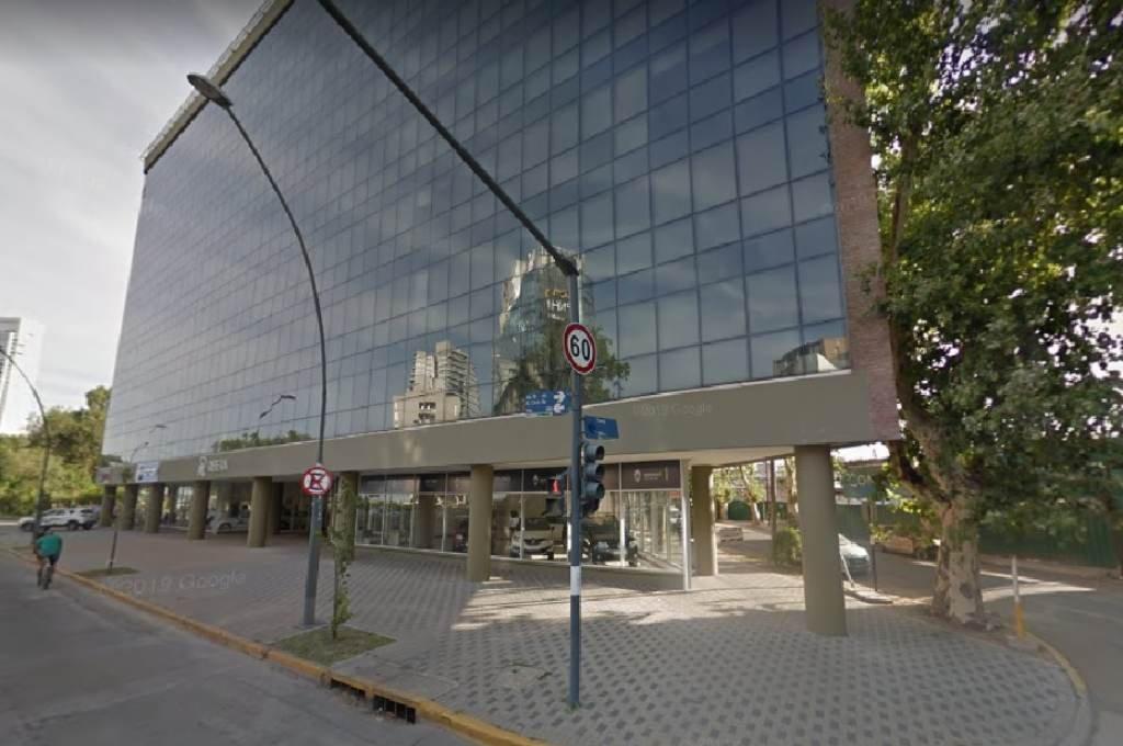 El allanamiento fue en una de las torres de oficinas y departamentos del complejo Puerto Norte. Foto:Google Street View.