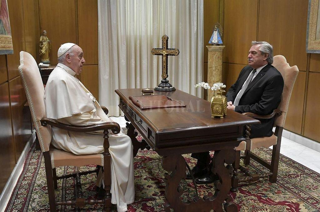 El papa y el presidente argentino durante el último viaje realizado por Alberto Fernández a Europa. Crédito: NA