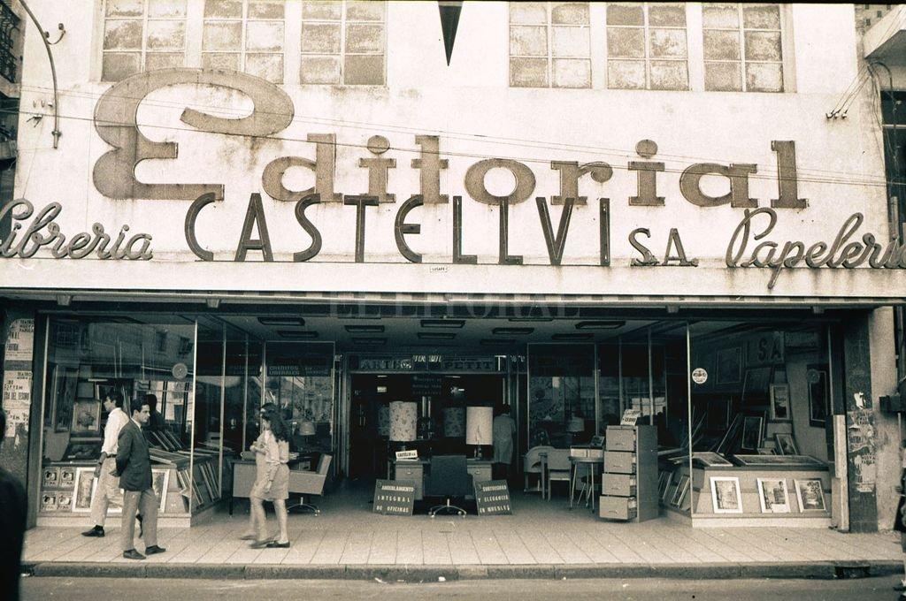 Librería y Editorial Castellví en calle San Martín frente a la Cortada Falucho. Crédito: Archivo El Litoral