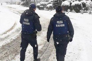 Sancionarán a los policías de El Bolsón que patrullen con las manos en los bolsillos