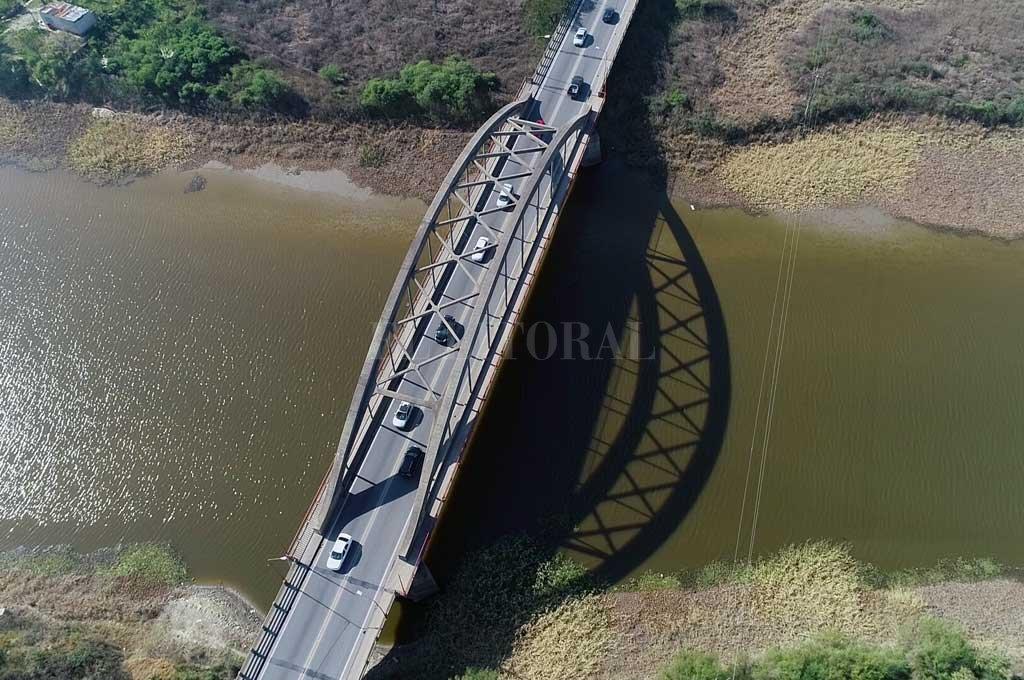 El gran arco característico del Carretero y una obra ingenieril que resistió varias crecientes del río Salado. Crédito: Fernando Nicola (Drone)