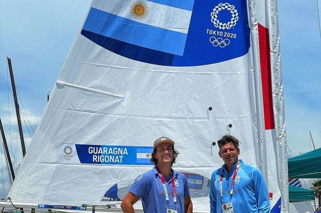 Francisco (izquierda) comenzó a navegar en el Club Náutico Junín. Crédito: Instagram