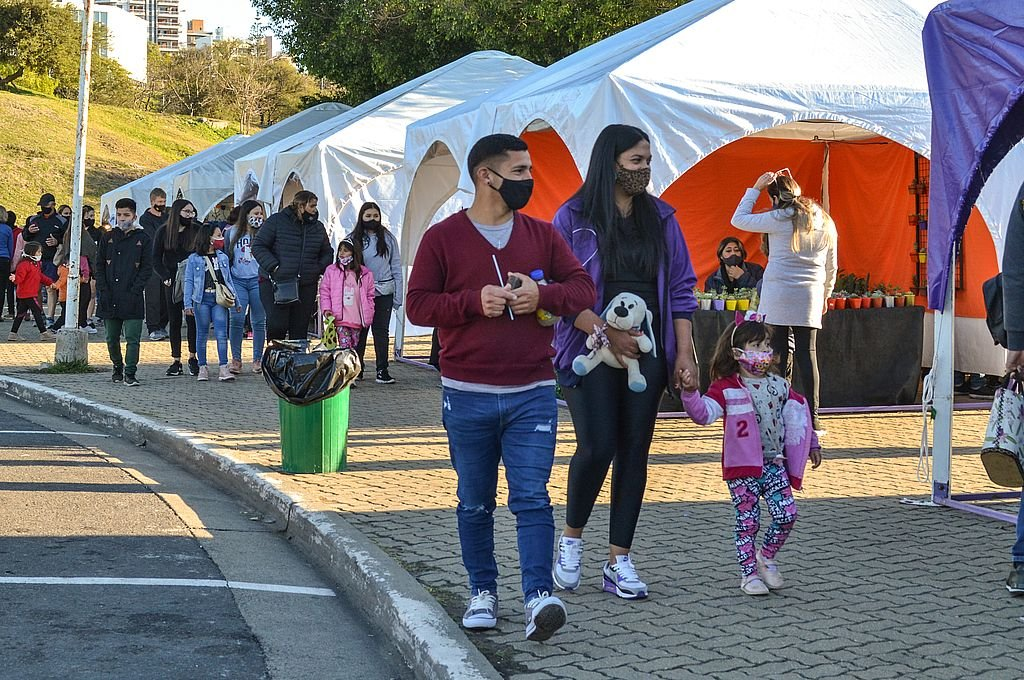 n el Puerto Nuevo se puede disfrutar de un paseo y apreciar las artesanías en la Feria de Invierno. Foto:Aldana Badano