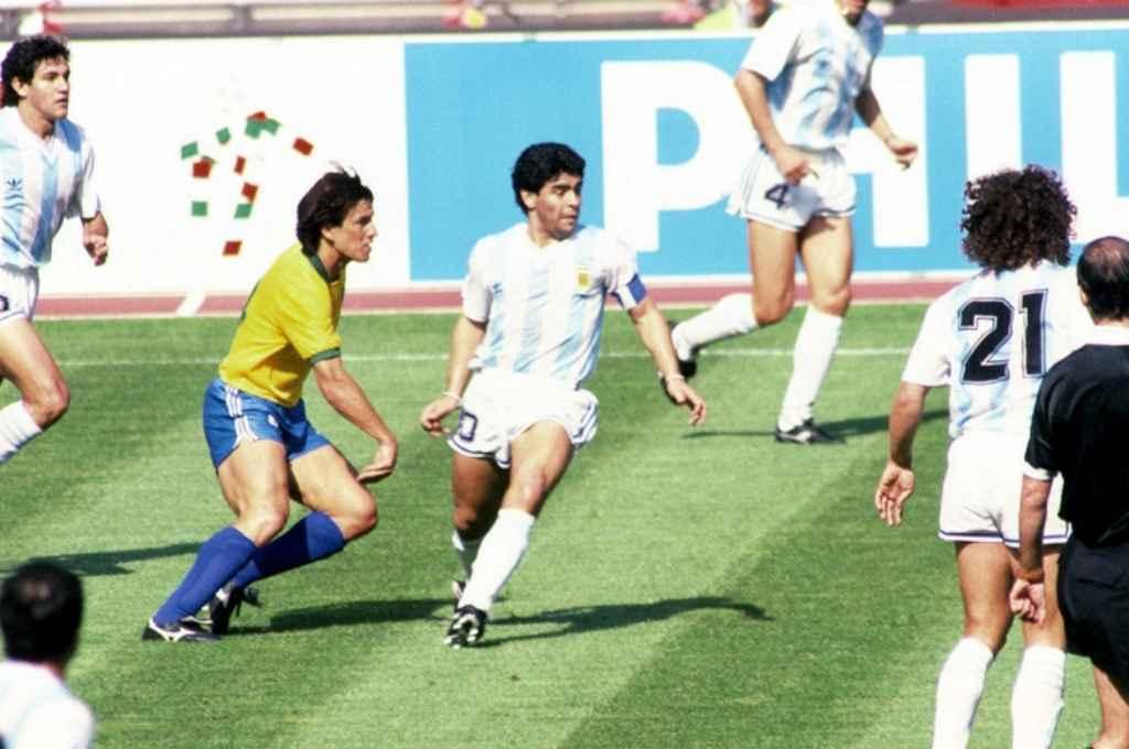 Maradona en Argentina - Brasil, partidos de octavos de final en el mundial 1990.  Crédito: Gentileza