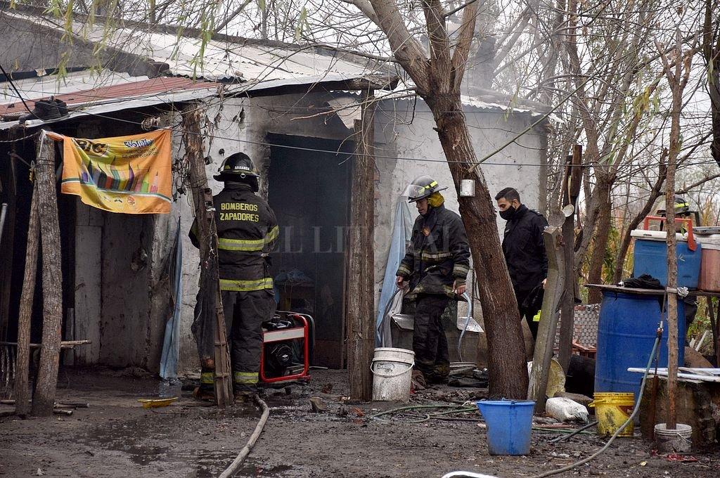 Los Bomberos debieron intervenir esa mañana porque se produjeron incendios de viviendas como represalia. Crédito: Archivo El Litoral / Guillermo Di Salvatore