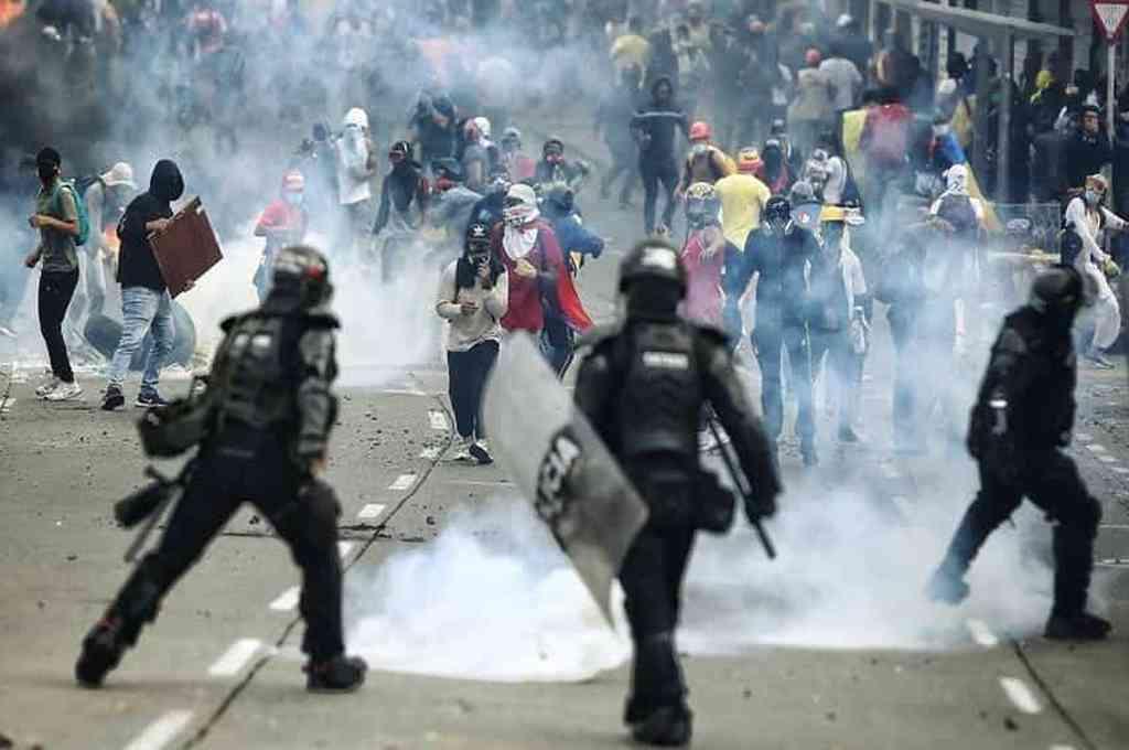 La jornada de protestas transcurrió en las principales ciudades del país pero hubo disturbios en lugares como Bogotá, Pasto, Medellín y en Manizales, donde manifestantes se enfrentaron a la Policía. Crédito: Imagen ilustrativa