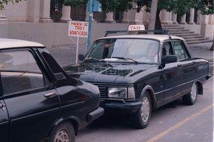 Don Manuel Ordóñez y un taxi por Blas Parera