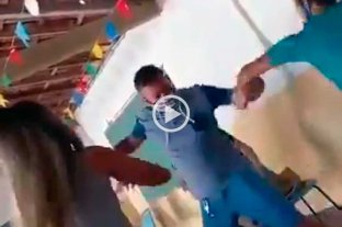Video viral: volaron sillas en un vacunatorio de Brasil