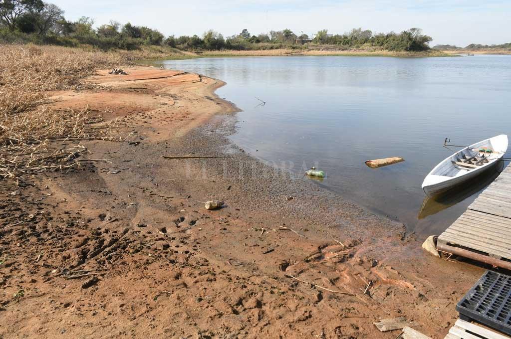 Bajante del Río Paraná: proyectan 3 escenarios, en todos se agravaría el panorama - El Riacho Santa Fe, se muestra con poca agua por estas semanas.  -